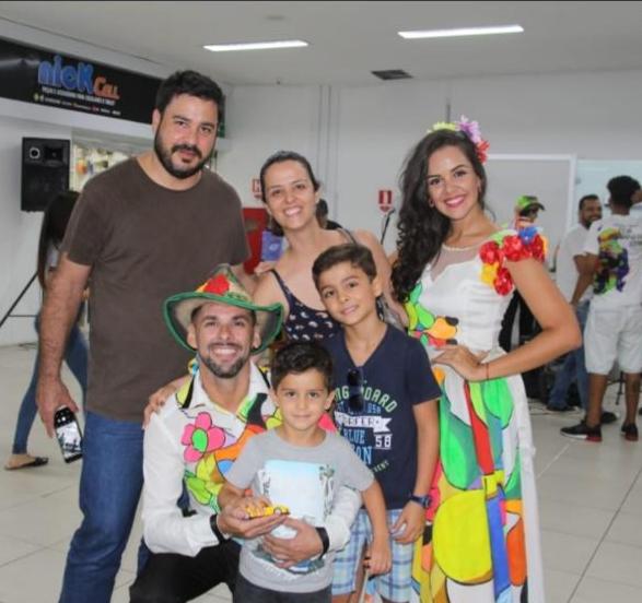 Sábado de alegria no Shopping Popular que recebe o Grupo Flor Ribeirinha
