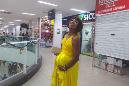 Almerinda marca presença no Shopping Popular para realizar as compras de fim de ano