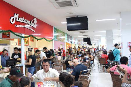 Praça de alimentação do Shopping Popular reúne 44 restaurantes e lanchonetes