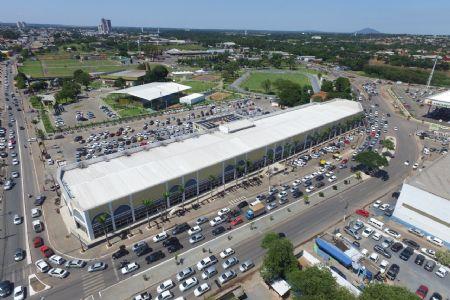 Véspera de Carnaval atrai público do interior para o Shopping Popular