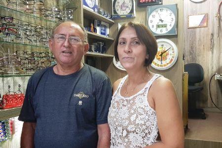 """Há quarenta anos, relojoeiro """"pau rodado"""" acerta o tempo em Cuiabá"""