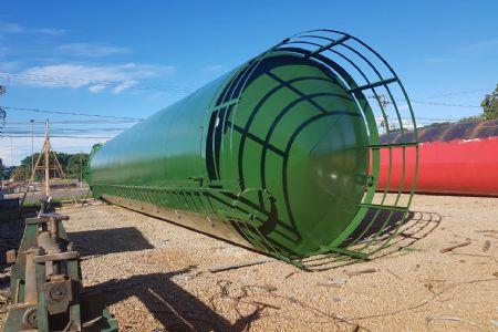 Caixa d'água de 150 mil litros sendo instalada para atender demanda do Shopping Popular