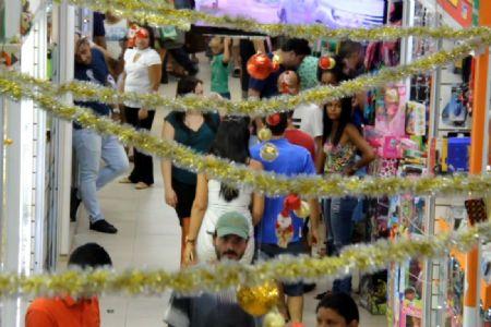 Fim de ano se aproxima, decoração natalina está sendo comercializado no Shopping Popular
