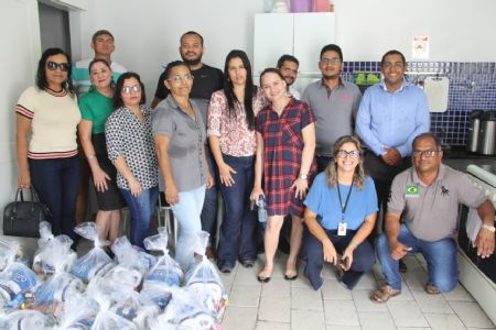 Shopping Popular doa 51 cestas de alimentos para colaboradores da Santa Casa
