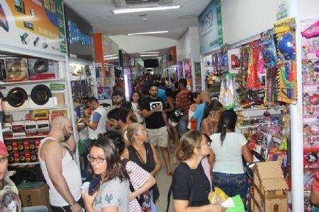 Na véspera do Natal, o Shopping Popular é um dos lugares mais completos para a realização das compras de fim de ano