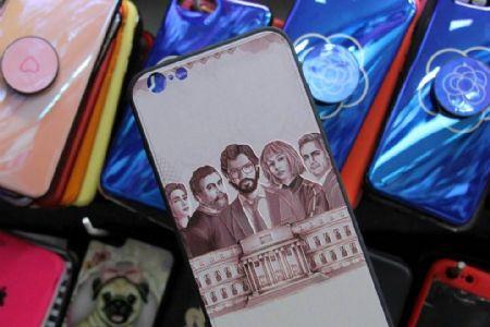 De estilizadas a divertidas, capas para celular seguem tendências