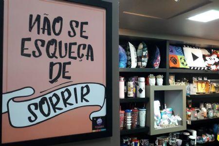 """Shopping Popular oferece dicas para inovar o evento corporativo """"Amigo Oculto"""" com as lojas de presentes criativos"""