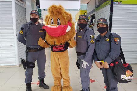 Mascote do Proerd visita Shopping Popular com projeto de prevenção à Covid 19