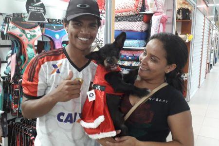 Loja de animais no Shopping Popular aposta nos acessórios de Natal para os bichinhos de estimação