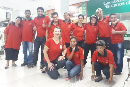 Alunos da Pestalozzi Cuiabá realizaram apresentação musical no Shopping Popular