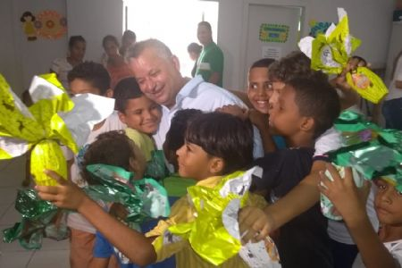 Shopping Popular participa da Páscoa das crianças do bairro Dr. Fábio I em Cuiabá