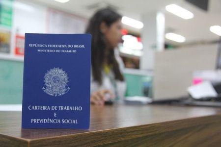 Semana começa com mais de 15 vagas de emprego ofertadas pelo SINE no Shopping Popular