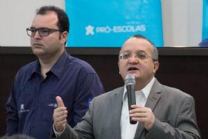 Concurso trará tranquilidade e segurança a servidores da Educação, diz governador