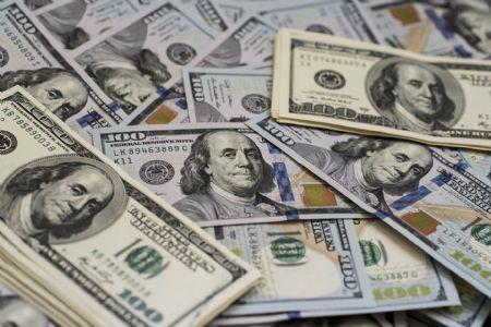 Dólar recua e volta a R$3,85 com alívio das tensões comerciais no exterior