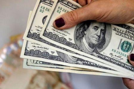 Dólar cai mais de 1%, vendido perto de R$ 3,73; Bolsa opera em alta