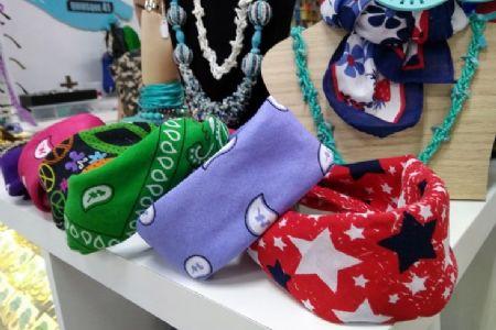 Encontre no Shopping Popular acessórios femininos para incrementar o look básico