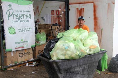 Shopping Popular realiza coleta seletiva de aproximadamente quatro toneladas de lixo ao mês
