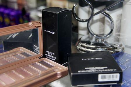No Shopping Popular você encontra maquiagens ideais para dar aquela incrementada no look para o final de semana