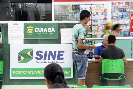 Semana se inicia com a abertura de 76 vagas de emprego no Shopping Popular