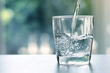 Água alcalina pode prevenir doenças e combater envelhecimento