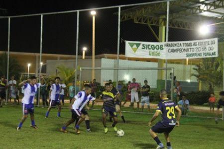 Grande final do campeonato interno de futebol society do Shopping Popular