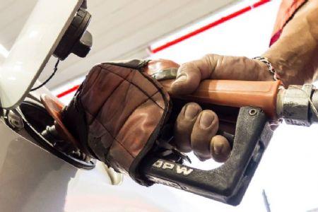 Preço médio da gasolina nas refinarias sobe 1,68% amanhã e já supera R$ 2,20