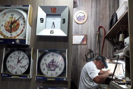 Amantes dos relógios, aumenta a procura de consertos no Shopping Popular