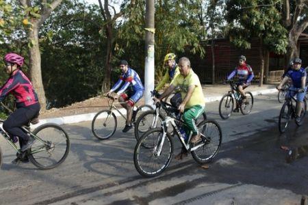 Cerca de 70 ciclistas participaram do primeiro Pedal Solidário do Legislativo